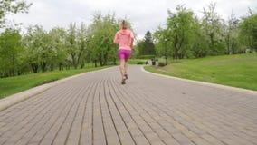 L?ufer - laufendes Freien der Frau, Training, Gewichtsverlustkonzept stock footage