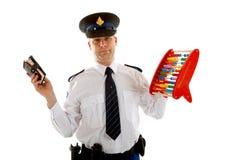 L'ufficiale di polizia olandese caunting le quote dei buoni Fotografie Stock Libere da Diritti