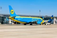 L'Ukraine, Borispol - 22 mai : Boeing 737 est transporté à la piste à l'aéroport international de Borispol le 22 mai 2015 Images stock