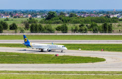 L'Ukraine, Borispol - 22 mai : Boeing quitte la piste à l'aéroport international de Borispol le 22 mai 2015 dans Borispol, Ukrain Photo stock