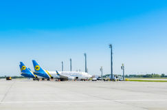 L'Ukraine, Borispol - 22 mai : Entretenez les avions avant vol à l'aéroport international Borispol le 22 mai 2015 dans Borispol Photo stock