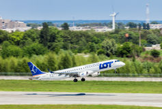 L'Ukraine, Borispol - 22 mai : Les lignes aériennes polonaises Embraer 195 décolle à l'aéroport international Borispol le 22 mai  Image stock