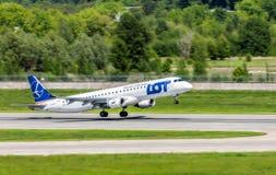 L'Ukraine, Borispol - 22 mai : Les lignes aériennes polonaises Embraer 195 décolle à l'aéroport international Borispol le 22 mai  Photos libres de droits
