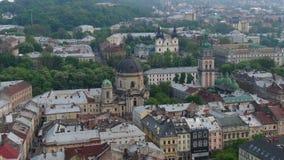 L'Ukraine dominicaine Partie centrale de vieille ville Ville europ?enne au printemps Secteurs en masse peupl?s de la ville Panora banque de vidéos