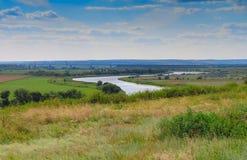 L'Ukraine et paysage de la rivière et du pont de la Russie Image libre de droits