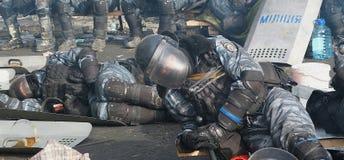 l'Ukraine, Kiev La rue proteste à Kiev sur le Maidan, police fatiguée Photographie stock libre de droits