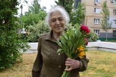 L'Ukraine, Kiev - 05 9 2016 : Les gens célèbrent le jour de la victoire dans les rues de la ville, un musicien militaire Images libres de droits