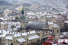 L'Ukraine, Lviv - décembre, 15, 2016 : Jour d'hiver à Lviv Vue de Photographie stock libre de droits