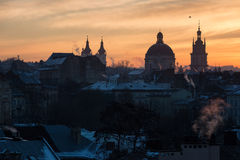 L'Ukraine, Lviv - décembre, 16, 2016 : Matin Lviv, lever de soleil Vue Image stock