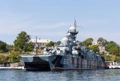L'Ukraine, Sébastopol - 2 septembre 2011 : Bateau russe avec le coup manqué Photographie stock