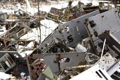 l'ukraine Zone d'exclusion de Chernobyl - 2016 03 20 Vieilles pièces en métal à la base militaire soviétique d'abandonet Photographie stock
