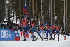 L'ultima corsa del biathlon del mondo della stagione 2017-2018 è l'inizio di massa dell'uomo Fotografia Stock