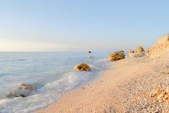 L'ultima vista della spiaggia nel mare ionico sull'isola di Leucade in Grecia fotografia stock