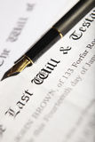 L'ultimo ed il documento del testamento con la penna di fontana Fotografie Stock Libere da Diritti