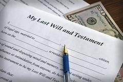 L'ultimo modulo del testamento e con la penna Fotografie Stock Libere da Diritti