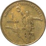 L'une pi?ce de monnaie en cuivre australienne du dollar comm?morant le soixanti?me anniversaire de la fin de la guerre mondiale 2 photographie stock libre de droits