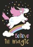 L'unicorno sveglio magico nello stile del fumetto con l'iscrizione della mano crede nella magia illustrazione vettoriale