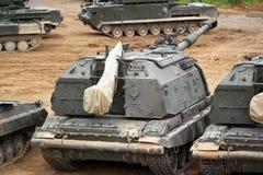 L'unità di artiglieria militare russa Msta-m sulla terra nel combattimento condiziona Fotografia Stock