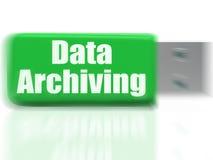 L'unità USB di archiviatura di dati mostra l'organizzazione ed il trasferimento di archivi Fotografia Stock