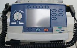 L'unité de défibrillateur se tiennent prêt pour le cas d'urgence Photographie stock