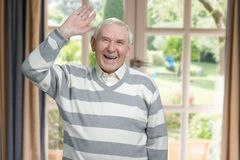 L'uomo anziano caucasico sta ridendo caloroso Fotografia Stock Libera da Diritti
