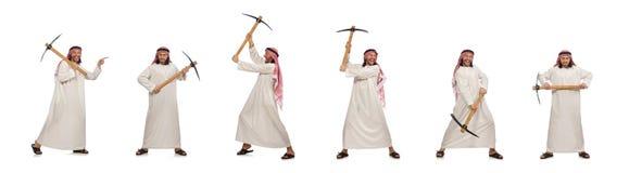 L'uomo arabo con la piccozza da ghiaccio isolata su bianco immagine stock libera da diritti