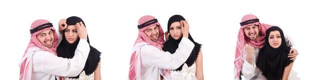 L'uomo arabo con la sua moglie su bianco immagine stock
