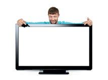 L'uomo barbuto annuncia una TV a grande schermo su fondo bianco L'archivio contiene un percorso ad isolamento Immagine Stock