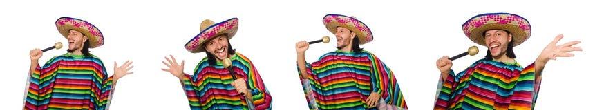 L'uomo bello in maracas vivi della tenuta del poncio isolato su bianco Fotografia Stock Libera da Diritti