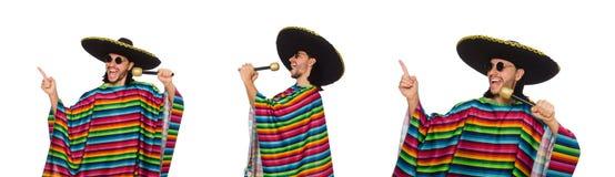 L'uomo bello in maracas vivi della tenuta del poncio isolato su bianco Fotografie Stock Libere da Diritti
