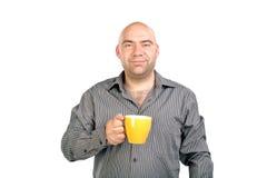 L'uomo calvo con una tazza Immagine Stock Libera da Diritti