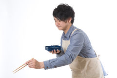 L'uomo che cucina un pranzo Fotografie Stock Libere da Diritti