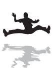 L'uomo che salta nella siluetta dell'acqua Fotografie Stock Libere da Diritti