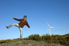 L'uomo che salta sulle rocce Immagini Stock Libere da Diritti