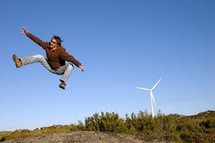 L'uomo che salta sulle rocce Fotografie Stock