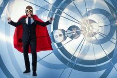 L'uomo con la copertura rossa nel concetto dell'eroe eccellente Immagini Stock Libere da Diritti