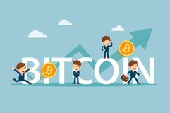 L'uomo d'affari è felice ai prezzi del bitcoin su Cryptocurrency m. Immagine Stock