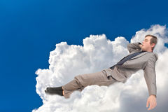 L'uomo d'affari è nelle nuvole immagini stock libere da diritti