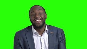 L'uomo d'affari afroamericano sta prevedendo per una giusta risposta video d archivio