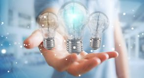 L'uomo d'affari che collega le lampadine moderne con i collegamenti 3D ren Fotografia Stock