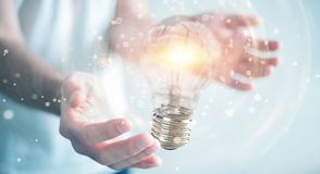 L'uomo d'affari che collega le lampadine moderne con i collegamenti 3D ren Immagini Stock Libere da Diritti