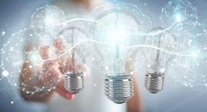 L'uomo d'affari che collega le lampadine moderne con i collegamenti 3D ren Immagine Stock