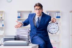 L'uomo d'affari che fa le copie in pantografo Fotografia Stock Libera da Diritti