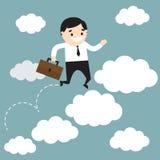 L'uomo d'affari che salta sulle nuvole e che tiene la borsa dell'ufficio Busine Immagini Stock