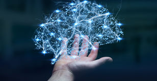L'uomo d'affari che tiene il cervello umano digitale dei raggi x in sua mano 3D ren Fotografia Stock Libera da Diritti