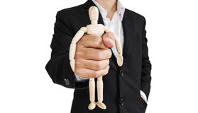 L'uomo d'affari che tiene la figura di legno, concetto di prende il controllo, opprime ed ecc , isolato su fondo bianco fotografia stock