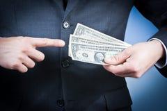 L'uomo d'affari con i dollari in sua mano, concetto per l'affare e guadagna i soldi Fotografia Stock Libera da Diritti