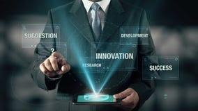 L'uomo d'affari con il concetto delle soluzioni sceglie dal suggerimento dell'innovazione di ricerca sviluppo facendo uso della c illustrazione vettoriale