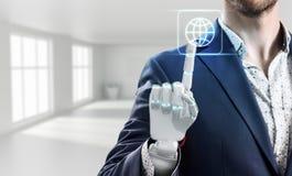 L'uomo d'affari con la mano del robot tocca l'icona virtuale rappresentazione 3d Fotografia Stock