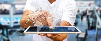 L'uomo d'affari facendo uso degli scambi '3D di dati e della rete globale rende Immagini Stock Libere da Diritti